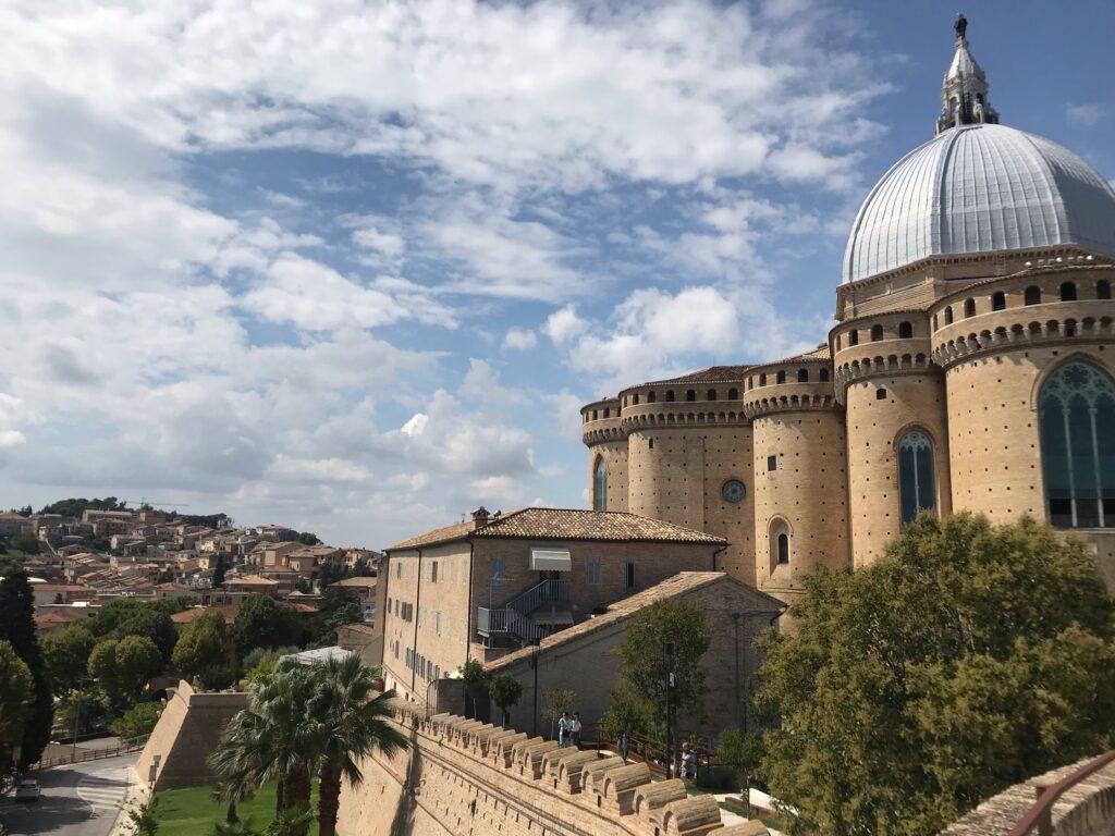 Loreto il retro della Basilica